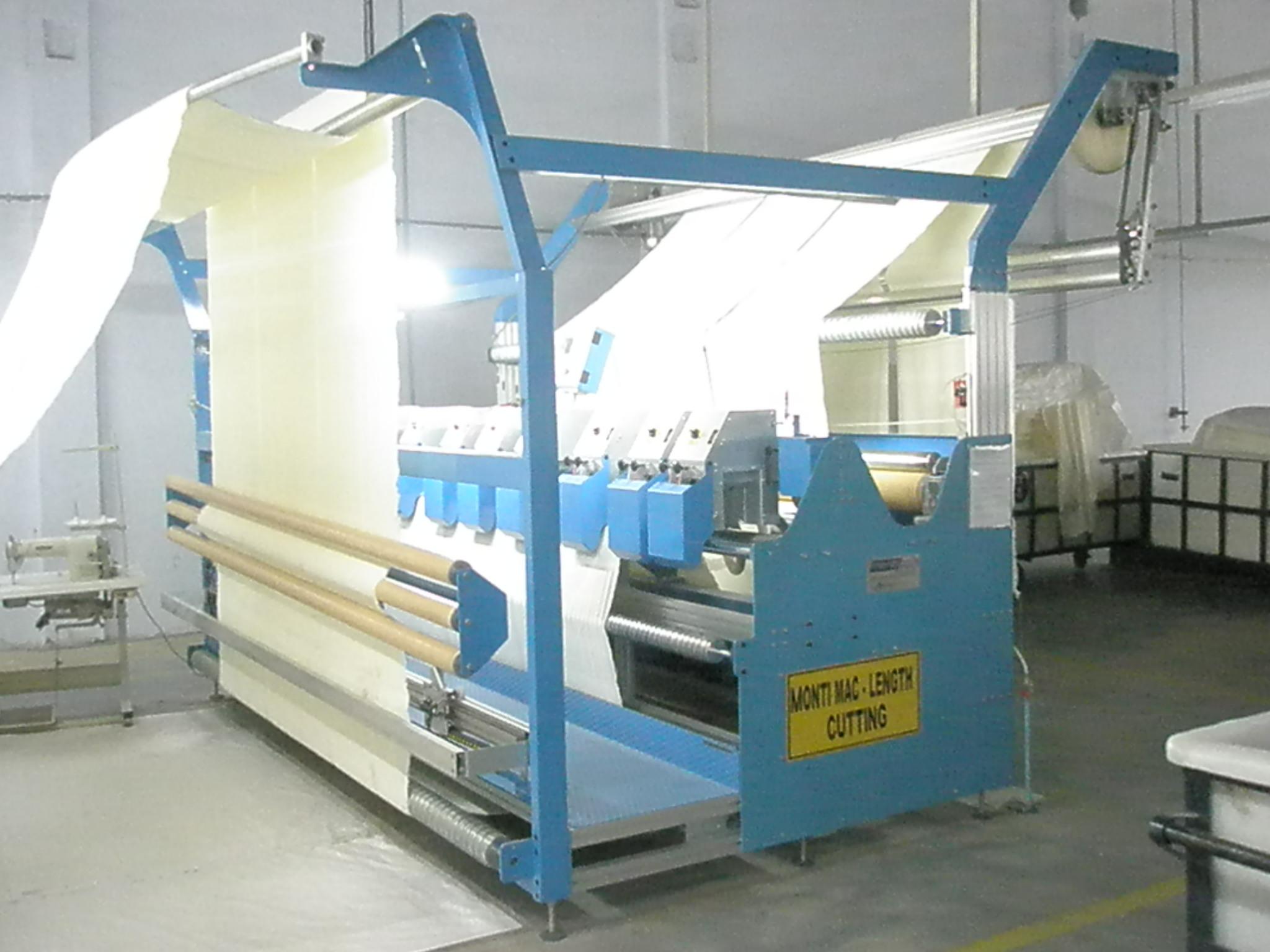 Macchine da taglio macchine da cucire e for Macchine per cucire portatili
